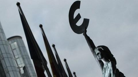 Moody's AB'nin Kredi Notu Görünümünü Düşürdü