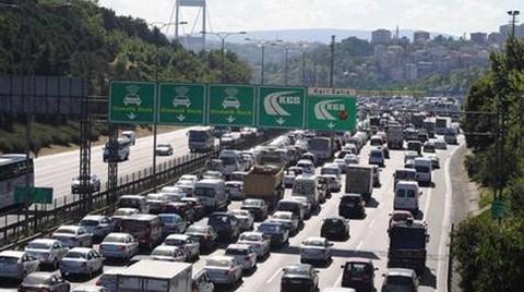 """Trafik Çilesine Çözüm: """"İstanbul'u Terk Edin"""""""