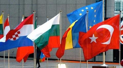 'Vizesiz Avrupa' İmzaya Kaldı