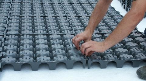 Teras ve Çatı Bahçeleri için Su Tutma Hazneli Plastik Drenaj Levhası