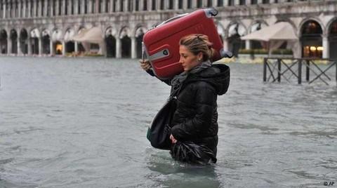 Venedik'in Cadde ve Kanalları Sular Altında