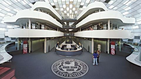 Free Üniversitesi Kütüphanesi Berlin, Almanya (Foster&Partners)