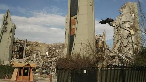 Hürriyet Binası yıkılırken