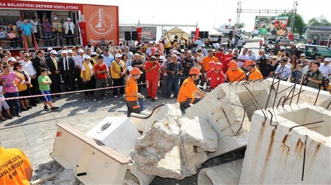 Deprem Tatbikatı için Bina Yıkılacak