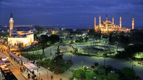 Vali'den Sultanahmet Meydanı'na Palmiye Eleştirisi!