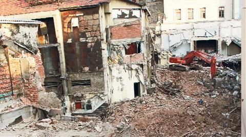 Emek'i Yıkan Firma Halep Pasajı'nı Çatlattı