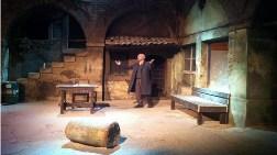 Tarihi Hanı Tiyatro Sahnesine Dönüştürdü