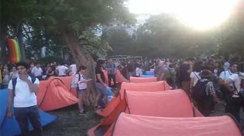 Taksim Gezi Parkı'nda Nöbete Devam