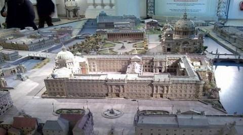Berlin Kent Sarayı Yeniden Yapılıyor