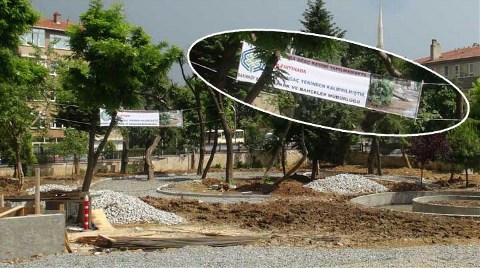 Belediyeden Devrilen Ağaç İçin Pankart