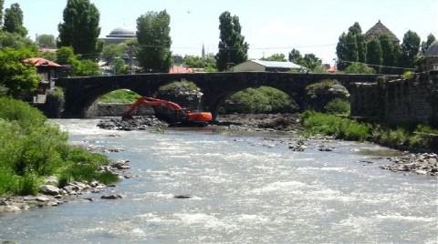 Tarihi Taş Köprü Restore Ediliyor