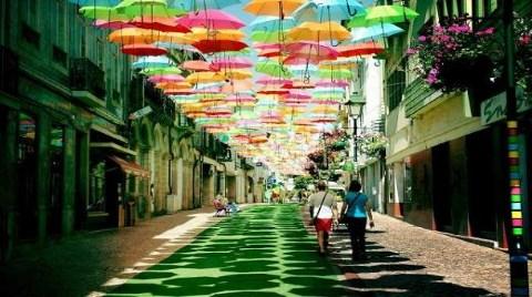 Gökyüzünde Şemsiye Seli!
