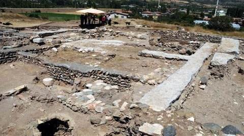 1100 Yıllık Aile Mezarlığı Bulundu