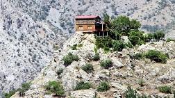 Sarp Kayalık Evleri Oldu