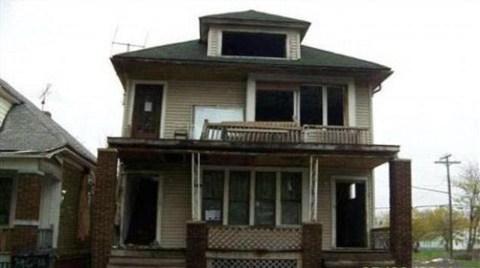 1 Dolarlık Ev Yıllardır Alıcı Bekliyor