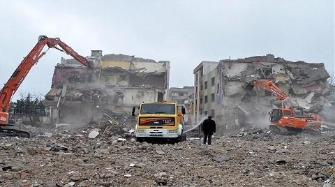 'Deprem Anıtları' Yıkıma Direniyor!