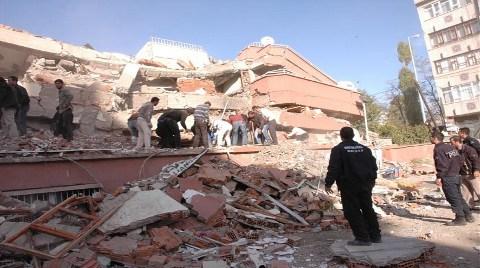 Depremde Yıkılan Binaların Altından Kilise Çıktı!