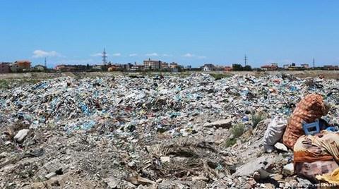 Arnavutluk 'Çöp'e Direnemiyor