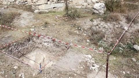 Kaçak Kazılar Antik Kente Zarar Verdi