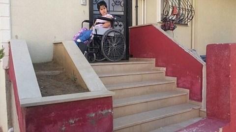 Rampaya İzin Yok, Kızını Arabasıyla Taşı Diyorlar