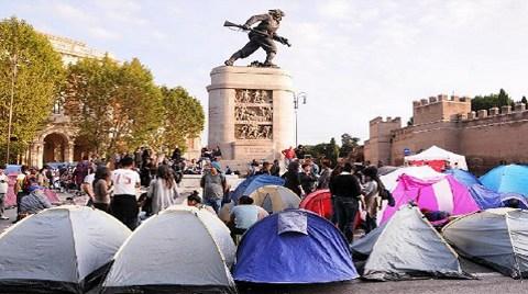 """İtalya """"Barınma Hakkı"""" için Meydanlarda!"""