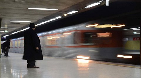 Ankara Metrosuna İş Makinesi Çarptı!