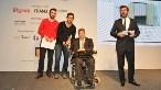 Engelliler için Ev Mobilyası Kategorisi Birincisi İbrahim Özen ve Efkan Çetin, Türkiye Omurilik Felçlileri Derneği Kurucusu Ramazan Baş