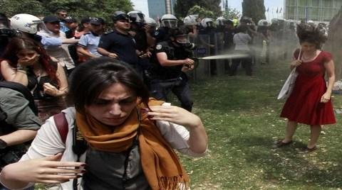 """Bakan Davutoğlu: """"Gezi'den Onur Duyuyoruz"""""""