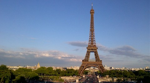 Eyfel Kulesi'nin Bir Merdivenine 220 Bin Euro