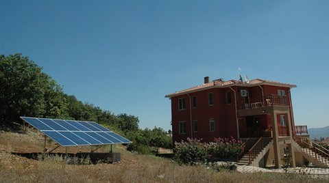 Örnek Olmak için Evine Güneş Enerjisi Santrali Kurdurdu