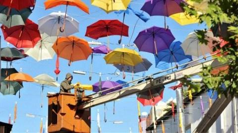 O Şemsiyeler Nisan Ayına Kadar Yok!