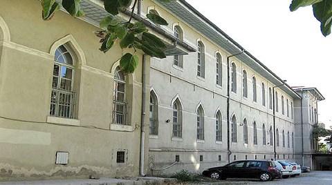Tarihi Mektebi Yıkıp, Belediye Binası Yapacaklar!