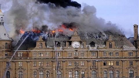 Çatıyı 84 Yıldır Onarmayan İdare de Yangında Kusurlu