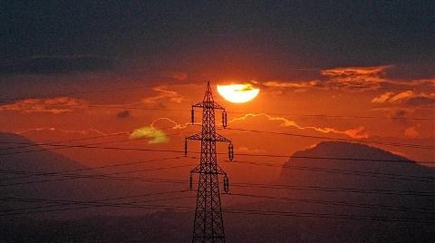 Elektriği 'Kuraklık' Korkusu Sardı