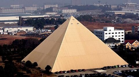 Piramitten Sonra Gökdelen Dikecek!