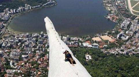 30 Metrelik İsa Heykelinde Tehlikeli Çalışma!