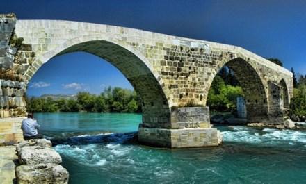 Tarihi Köprü Yıkılmaktan Kurtuldu