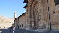 İtalyan Restoratörler AK Parti Sivas Milletvekili Memecan'ı Kırmadı