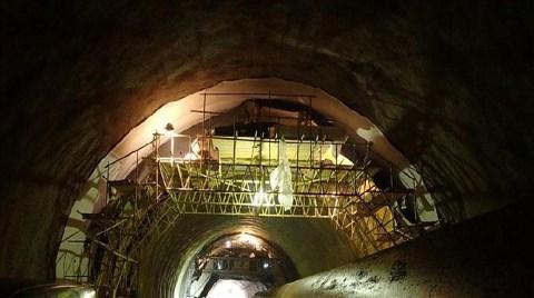 Tünel İnşaatında Kafasına Kaya Parçası Düştü!