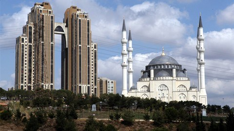 'Çılgın' Kararların Alındığı Bir Ortamda Sinan'ı Anmak