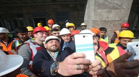 Kadir Topbaş'tan 'Şantiye Selfie'si