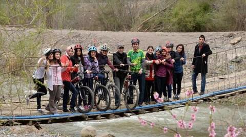 Çevre Dersini Bisiklet Gezisinde Alıyorlar