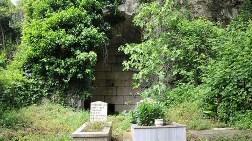 Antik Tiyatro, Mezarlık Olarak Kullanılıyor