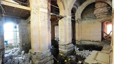 Ortaköy Camii'ne Kaçak Kat Çıkmışlar