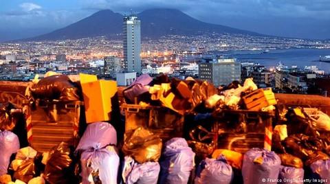 Napoli'nin Çöp Krizinin Perde Arkası