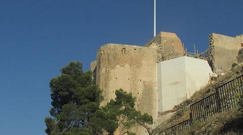 1200 Yıllık Tarihi Kalede Restorasyon Rezaleti!
