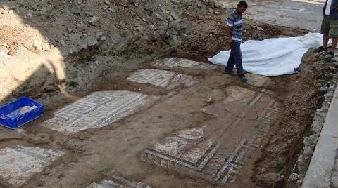 Altyapı Çalışmasında Poseidon Mozaiği Bulundu