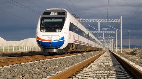 Hızlı Tren Hizmete Giriyor