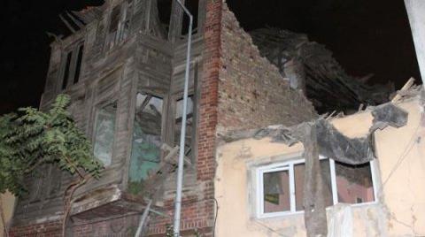 Eski Bina Çöktü: 4 Yaralı