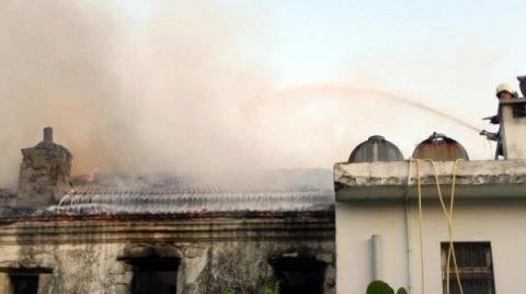 Tarihi Binada Çıkan Yangın Korkuttu